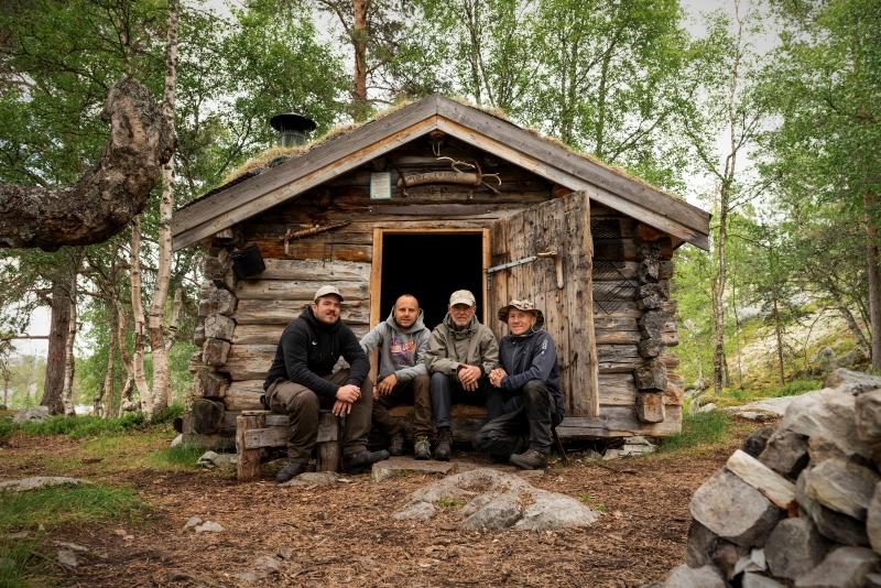 Die Truppe vor der Hütte