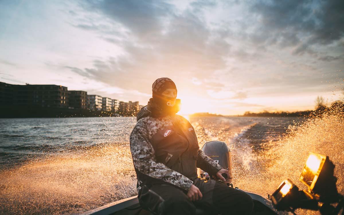 Sonnenaufgang überm Wasser